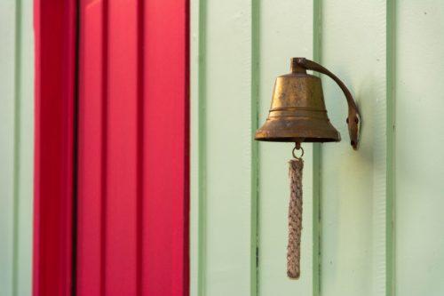 ring a bell ピンとくる、心当たりがある